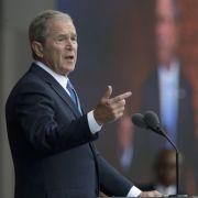 George W. Bush überrascht mit Selbstkritik und Mahnung an Trump (Foto)