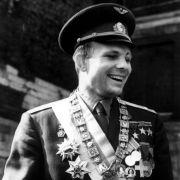 Der russische Kosmonaut Juri Gagarin unternahm als erster Mensch einen Weltraumflug.