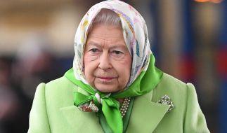 Umzugsstress und Pleite-Gerüchte machen Queen Elizabeth II sichtlich zu schaffen. (Foto)