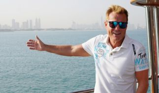 Dieter Bohlen stellt die Kandidaten beim Recall in Dubai vor große Herausforderungen. (Foto)