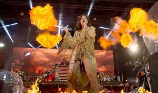 Die Pyro-Show von Andrea Berg lief aus dem Ruder. Ein Fan fordert 2.000 Euro Schmerzensgeld. (Foto)