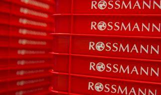 Die Drogeriekette Rossmann ruft vorsorglich einen Spielzeugwürfel zurück. (Foto)
