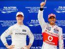 Lewis Hamilton (rechts) erkundigt sich regelmäßig nach Michael Schumacher. (Foto)