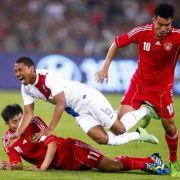 Böses Foul! Fußball-Profi wird Gehalt gekürzt (Foto)