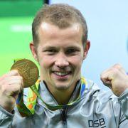 Der deutsche Turner Fabian Hambüchen hat 2016 in Rio de Janeiro die olympische Goldmedaille am Reck gewonnen.