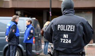 Die Polizei ging am 14. März in den frühen Morgenstunden mit starken Kräften gegen die salafistische Szene in Hildesheim vor. (Foto)