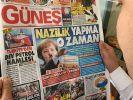 Günes hat es schon wieder getan und zeigt Merkel erneut als Hitler. (Foto)