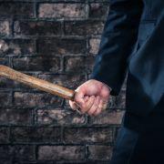 In London soll ein 33-Jähriger mit einem Hammer auf seine Kinder eingeschlagen haben.
