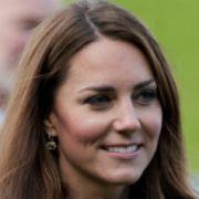 Jetzt wettert auch noch die Queen gegen Herzogin Kate (Foto)