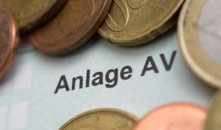 Auch Ausgaben für die Altersvorsorge mindern die Steuerlast. Dafür müssen Steuerzahler die Anlage AV ausfüllen. (Foto)