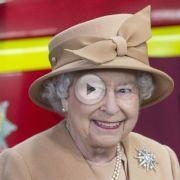Mit ihrer Handtasche gibt Queen Elizabeth II. geheime Hinweise zu ihrem Gemütszustand.