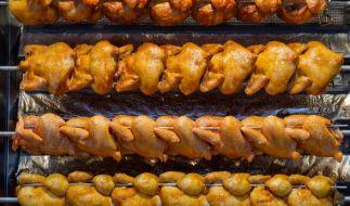 In fertigen Grillhähnchen wurden gesundheitsschädliche Bakterien gefunden. (Foto)