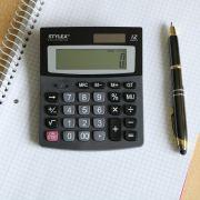 Bis auf jetzige Schüler braucht heutzutage wohl niemand mehr einen extra Taschenrechner.