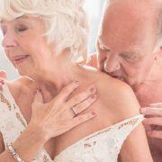 Pflegerin filmt Seniorin beim Sex mit jungem Liebhaber (Foto)