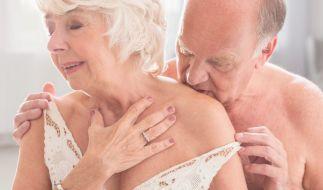 Eine 81-jährige Seniorin und ihr 59-jährigen Lover wurden heimlich beim Sex gefilmt. Anschließend landete der Clip auf Snapchat. (Foto)