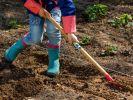 Im April schaffen Sie die Grundlage für eine ertragreiches und blühendes Gartenjahr. (Foto)