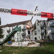 Explosion zerfetzt Mehrfamilienhaus (Foto)