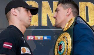 Beim Kampf um den WBC-Titel standen sich am 1. April 2017 Marco Huck (r.) und Mairis Briedis gegenüber. (Foto)