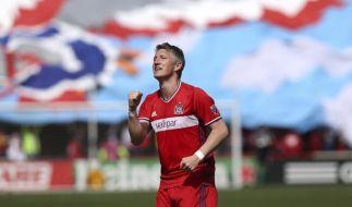 Chicagos Bastian Schweinsteiger jubelt nach seinem erfolgreichen Torschuss in der ersten Halbzeit. (Foto)