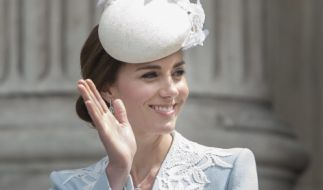 Ist Herzogin Kate zu altmodisch gekleidet? (Foto)