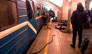 Opfer einer Explosion liegen neben einer U-Bahn in der Tekhnologichesky Institut Station in St.Petersburg, Russland, am 03.04.2017. (Foto)