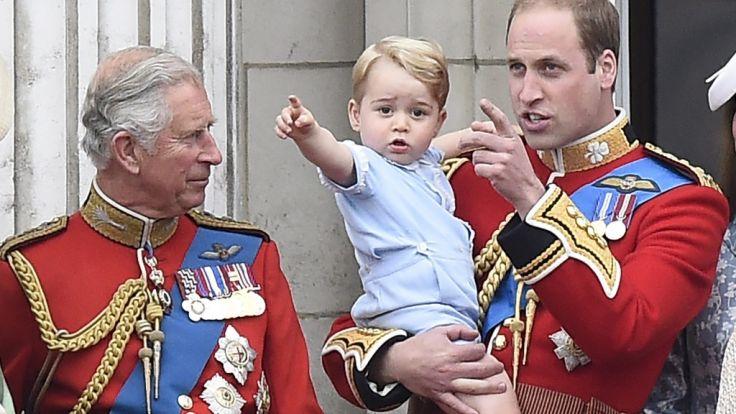 Seltener Anblick: Prinz Charles und Enkel George bei einem gemeinsamen Auftritt. (Foto)