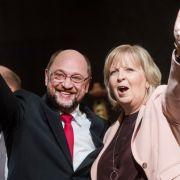 Martin Schulz und die nordrhein-westfälische Ministerpräsidentin Hannelore Kraft am 01. März 2017 in Schwerte (Nordrhein-Westfalen) beim Politischen Aschermittwoch der SPD.