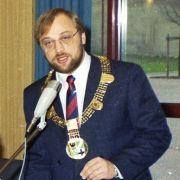 Martin Schulz 1988 als Bürgermeister von Würselen in Nordrhein-Westfalen. Mit 31 Jahren war er bei seinem Amtsantritt ein Jahr zuvor der damals jüngste Bürgermeister Nordrhein-Westfalens. Das Amt übte er bis 1998 aus.