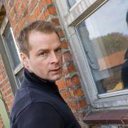 Nur SIE darf den TV-Kommissar im wahren Leben festnehmen (Foto)