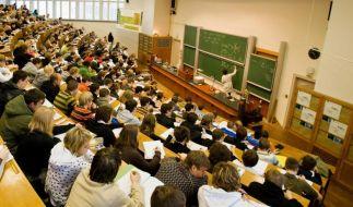 Über den Beruf ins Studium - diese Möglichkeit nutzen immer mehr Berufstätige. (Foto)