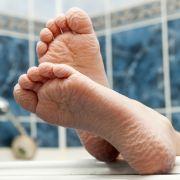 Warum schrumpeln die Finger beim langen Baden? (Foto)