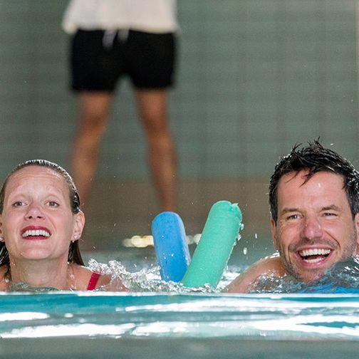 Frau Busche schwimmt sich komplett frei (Foto)