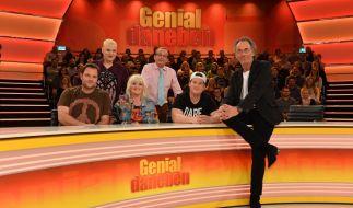 """Hugo Egon Balder und seine Rate-Crew von """"Genial daneben"""". (Foto)"""