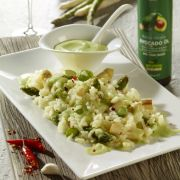 Spargel-Risotto mit Avocadocreme