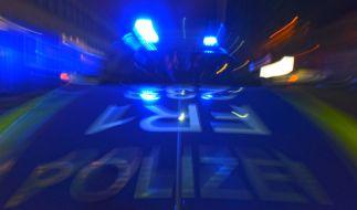 In Verden bei Bremen ist ein Mann mit seinem Auto in das örtliche Rathaus gerast. Die Hintergründe sind noch unklar. Der Mann wurde festgenommen. (Foto)
