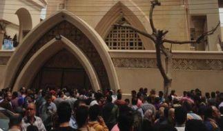 In Tanta sind bei einem der tödlichsten Anschläge auf die christliche Minderheit Ägyptens in den vergangenen Jahren in einer koptischen Kirche am Sonntag mindestens 25 Menschen getötet worden. (Foto)