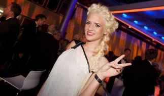 Sarah Knappik schockt Fans mit neuer Haarfarbe. (Foto)