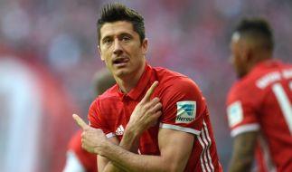 Robert Lewandowski muss mit dem FC Bayern München am 29. Spieltag der Fußball-Bundesliga gegen Bayer Leverkusen ran. (Foto)