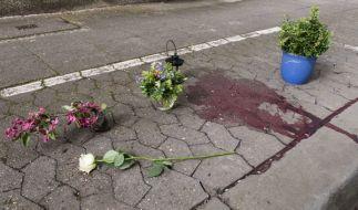 Trauer in Hannover: Auf einem Gehweg wurde eine lebensgefährlich verletzte Frau gefunden, die wenig später verstarb. (Foto)