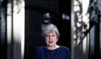 Die britische Ministerpräsidentin Theresa May hat am 18. April vor der Downing Street No. 10 in London eine Erklärung abgegeben und Neuwahlen für Großbritannien angekündigt. (Foto)