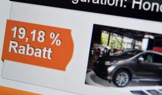 Profitieren von Prozenten: Vermittlungsportale im Internet gewähren oft höhere Rabatte für Neuwagen als lokale Händler. Doch Käufer sollten die AGB genau lesen. (Foto)