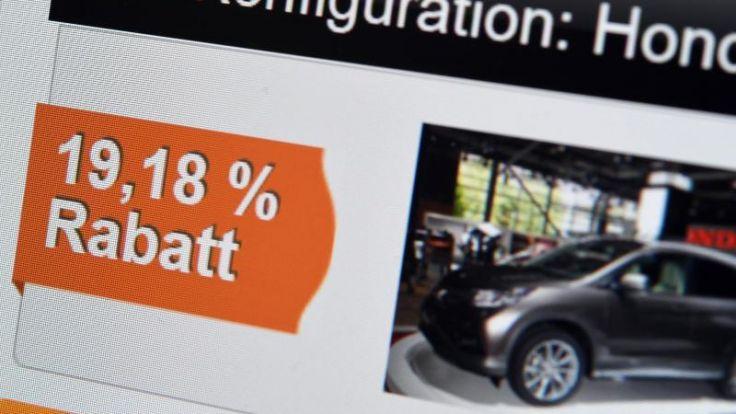Profitieren von Prozenten: Vermittlungsportale im Internet gewähren oft höhere Rabatte für Neuwagen als lokale Händler. Doch Käufer sollten die AGB genau lesen.