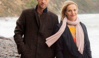 """Die Hauptdarsteller von """"Praxis mit Meerblick - Willkommen auf Rügen"""": Nora Kaminski (Tanja Wedhorn) und Dr. Richard Freese (Stephan Kampwirth). (Foto)"""