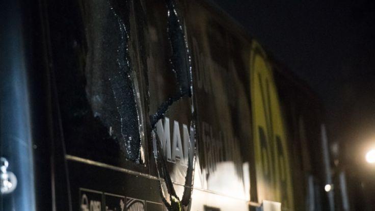Nach dem Sprengstoffanschlag auf den Mannschaftsbus des Fußball-Bundesligisten Borussia Dortmund hat die Polizei nach Medieninformationen einen Tatverdächtigen festgenommen.