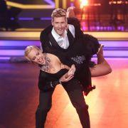 """Moderator und Sänger Maximilian Arland tanzt mit bei """"Let's Dance"""" 2017 - allerdings nicht mehr mit Profitänzerin Isabel Edvardsson, die sich in die Babypause verabschiedet und ihren Promitanzpartner an Kollegin Sarah Latton übergibt. (Foto)"""