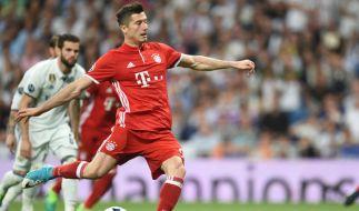 Die Bayern suchen momentan fieberhaft nach einem Ersatz für Robert Lewandowski. (Foto)