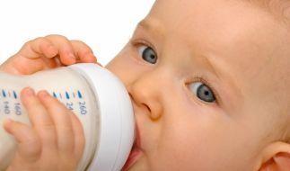 Ökotest hat 18 Babytees genauer unter die Lupe genommen und auf Schadstoffe untersucht. (Foto)
