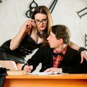 Sex-Lehrerinnen feiern wilden Dreier mit Schüler (16) (Foto)
