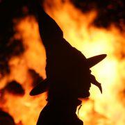 An denen sich sowohl die Hexen...