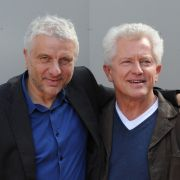 Die Schauspieler Udo Wachtveitl (als Kommissar Leitmayr, l) und Miroslav Nemec (als Kommissar Batic) posieren bei Dreharbeiten zum Tatort.